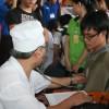 Hàng trăm sinh viên háo hức hiến máu nhân đạo
