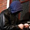 Cảnh báo: Trộm phá mã cửa cuốn vào nhà trong vài giây