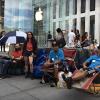 Người ta đã bắt đầu xếp hàng chờ mua iPhone 6