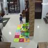 Bé trai thoát chết trong gang tấc khi bị cả chiếc tủ đổ ập vào người vì cố mở ngăn kéo lục tìm đồ chơi