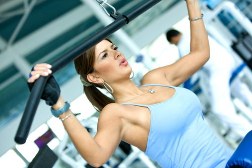 Beautiful-Fit-girl-training-at-Gym