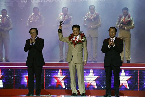 Tổng Giám đốc PTSC nhận Giải thưởng Sao Đỏ 2014