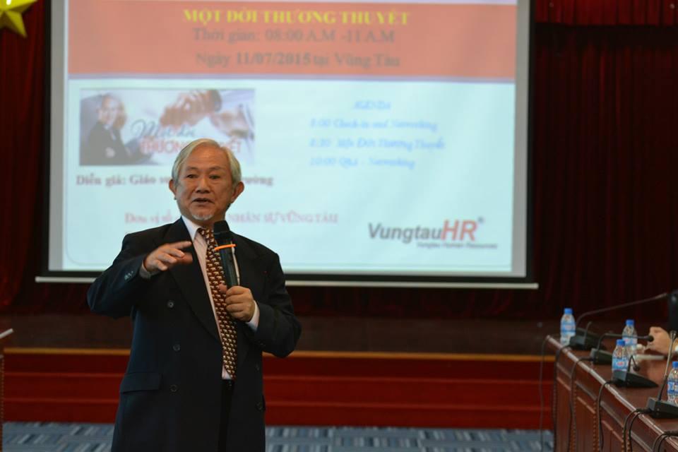 Giáo sư Phan Văn Trường giao lưu cùng CLB Nhân sự VungtauHR
