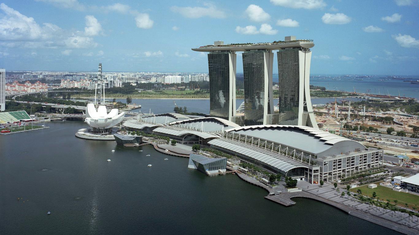 Người Singapore giàu có nhờ tiết kiệm ?
