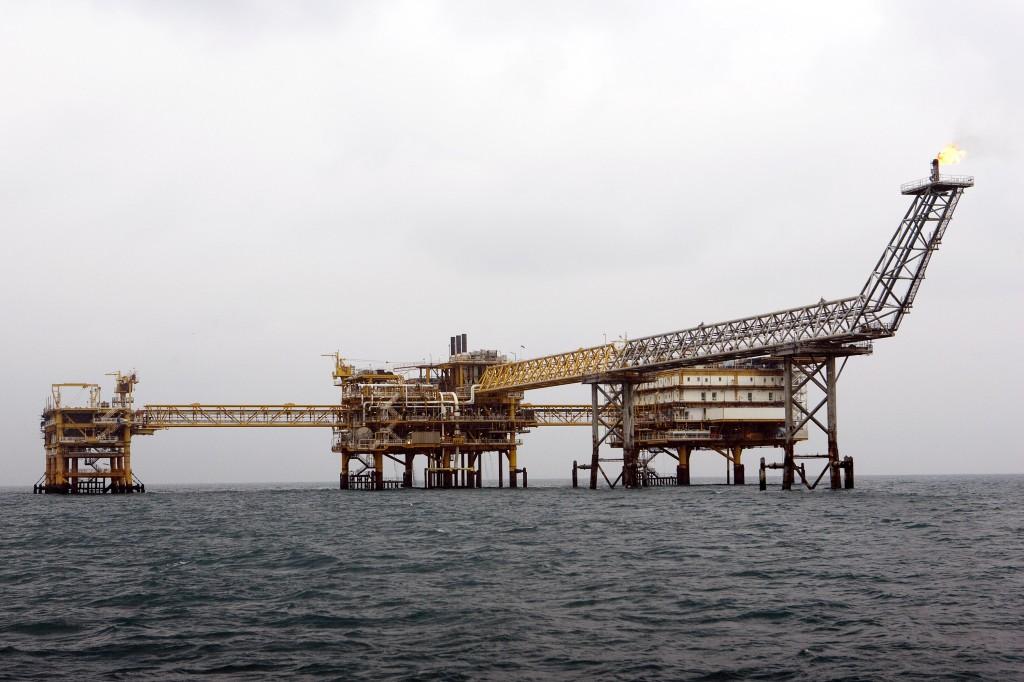 Mo dau khi south_pars_natural_gas_platform_in_persian_gulf_76