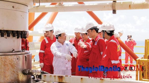 Nguyen Quoc Khanh va Phan Thanh Tung tham gian khoan