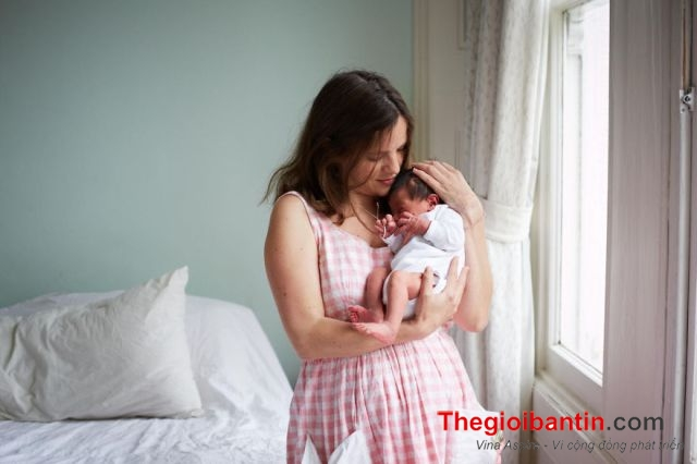 heartwarming-portraits-of-mothers-on-their-first-day-of-motherhood6-1487045996353