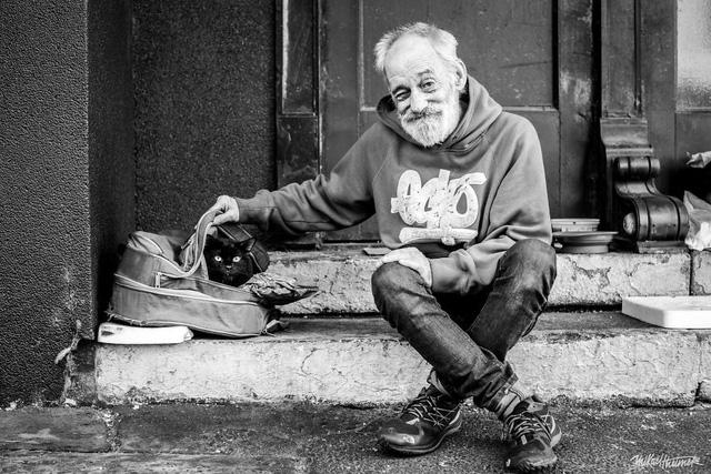 Tôi đã dùng 4 năm để nói chuyện với người vô gia cư, và những điều tôi nghe được khiến bản thân cảm thấy thật sự ngượng ngùng…