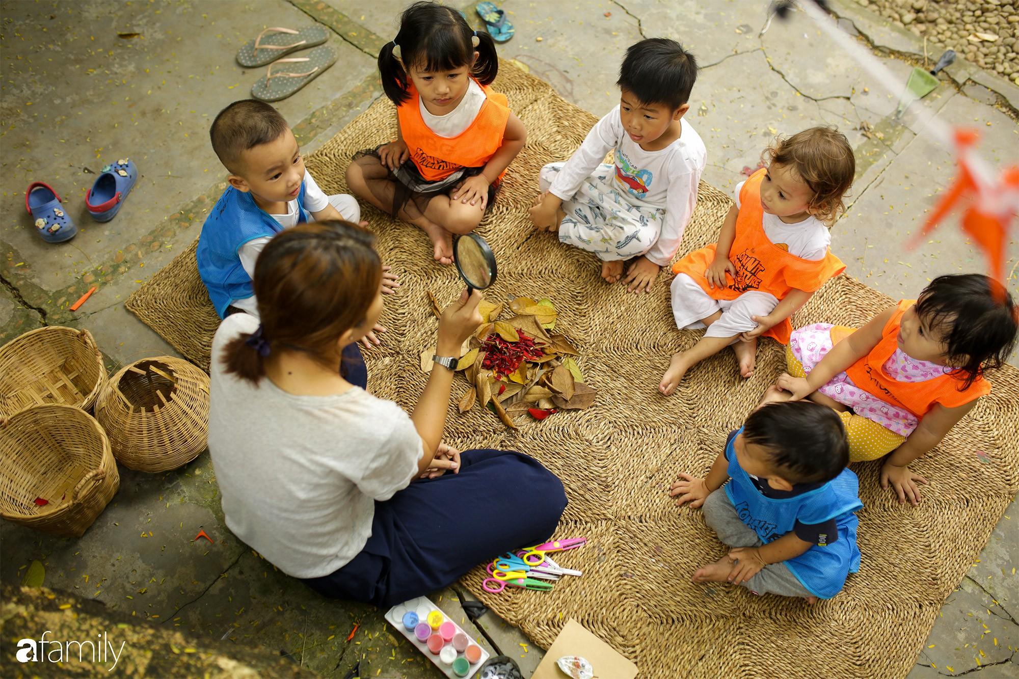 """Giữa Sài Gòn có một trường mẫu giáo không có lớp học để trẻ thỏa sức """" dầm mưa dãi nắng"""" cả ngày"""