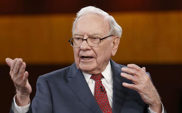 Tỷ phú Warren Buffett khuyên người trẻ: Giao tiếp kém giống như bạn 'liếc mắt đưa tình' với một cô gái… trong bóng tối!