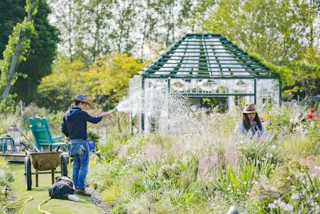 Khu vườn rộng 3000m² đẹp như cổ tích của vợ chồng 40 tuổi quyết định nghỉ hưu sớm về quê tận hưởng cuộc sống