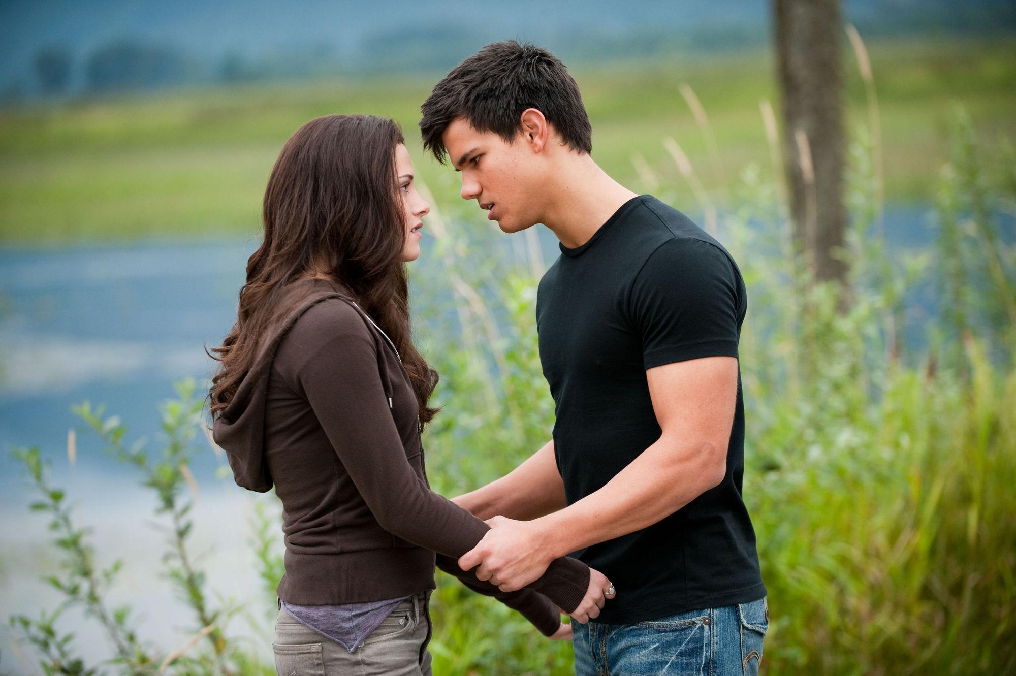 Tình yêu cần phải hy sinh, bởi ích kỷ sẽ không thể có được tình yêu lâu dài