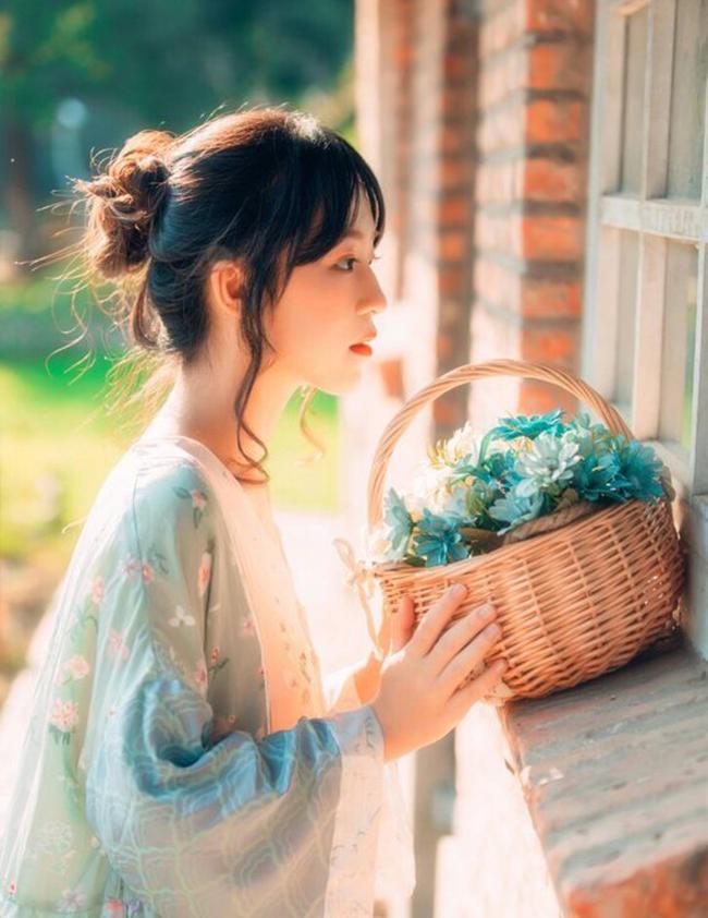 Đàn ông thông thái chọn vợ nhìn vào đức hạnh chứ không phải nhan sắc