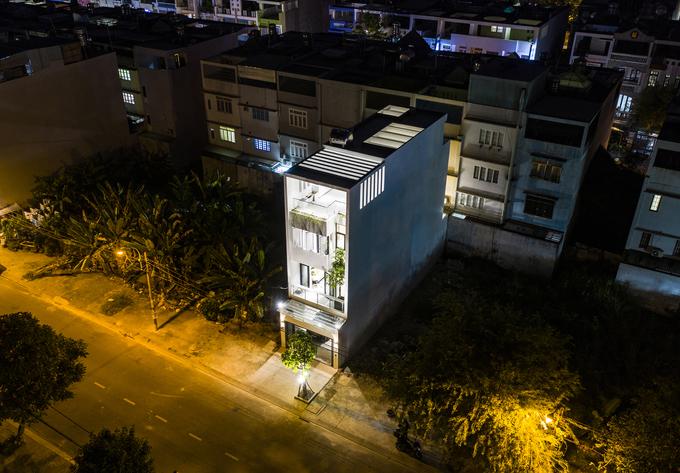 Nhà ống Sài Gòn khiến khách đến chỉ thích ngắm giếng trời