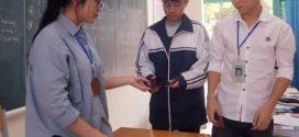"""Báo động tình trạng học sinh """"nghiện"""" sử dụng điện thoại di động thông minh"""