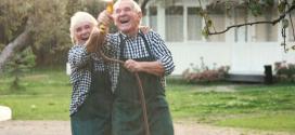 Dân số già dẫn tới những hậu quả gì về mặt kinh tế – xã hội?
