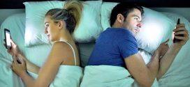 Hôn nhân ngày càng nguội lạnh vì mỗi chúng ta yêu điện thoại hơn cả bạn đời